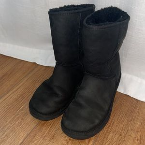Black ugg boots size w7